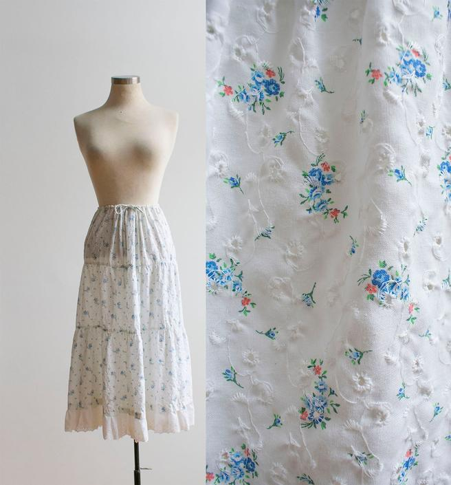Vintage 1980s Prairie Skirt / Mini Floral Prairie Skirt / Vintage Eyelet Lace Skirt / Vintage Farm Skirt / Cotton Eyelet Skirt Large by milkandice