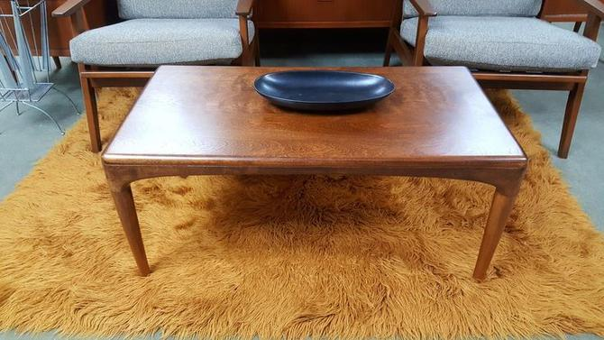 Small Scale Mid Century Modern Coffee Table By Heywood Wakefield
