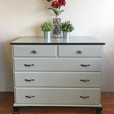 Stylish Black & Gray 5-drawer Dresser