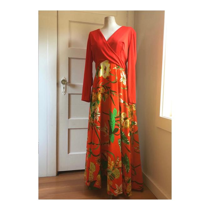 1970s Red Floral Lounge Dress- size large by VeeVintageShop