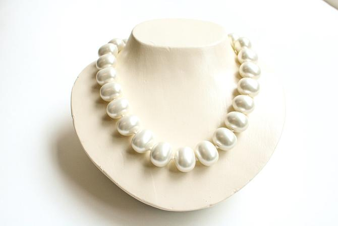 Butter Oversized Pearl Necklace