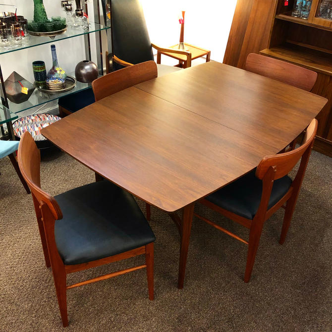 Garrison Furniture Dining Set