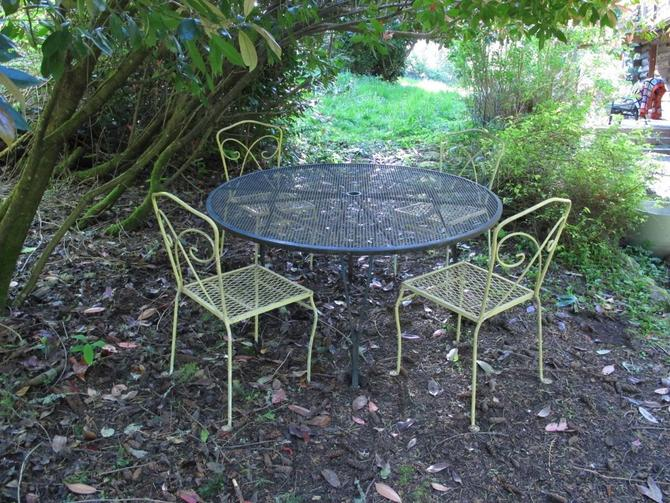 Pleasant Vintage Patio Set Wire Mesh Outdoor Dining Table And Chairs Creativecarmelina Interior Chair Design Creativecarmelinacom