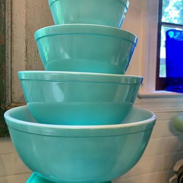 Turquoise Pyrex Mixing Bowl Set