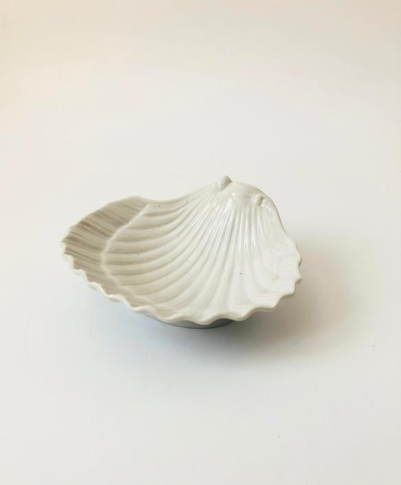 Vintage Ceramic Shell Tray by SergeantSailor