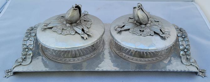 Vintage 1950s Rodney Kent Hand-Hammered Aluminum Tulip and Ribbon Dresser Tray or Relish Dish