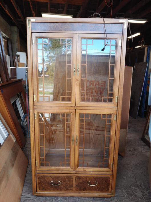 "Beatutful Thomasville light up display cabinet 38""×78"""