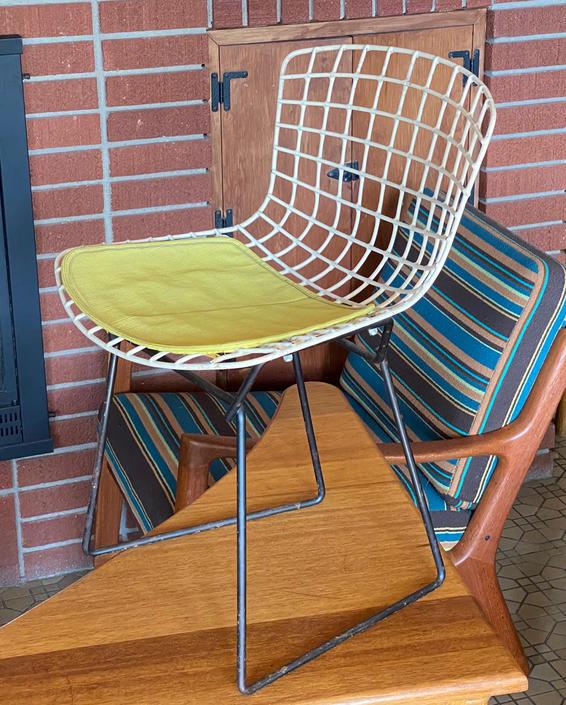 Vintage Knoll Bertoia Childs Chair by Walkingtan
