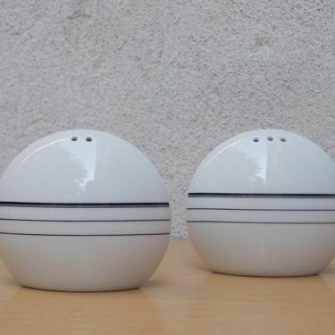 Mid Century Modern Round White Ceramic Salt & Pepper Shakers by ilikemikes