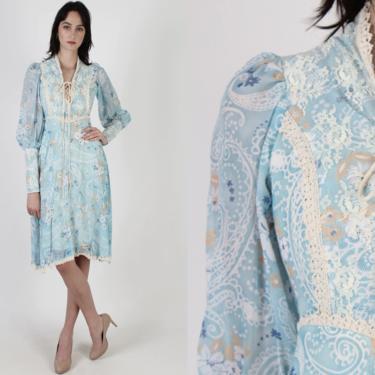 Vintage 70s Paisley Floral Dress / Renaissance Style Festival Outfit / Lace Up Prairie Corset Bodice / Medieval Lace Trim Mini Dress by americanarchive