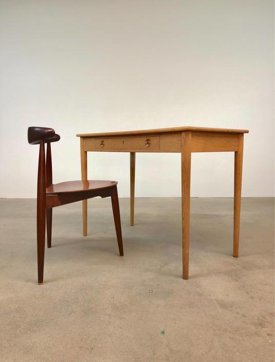 Hans Wegner | Petite Oak Desk Ry Mobler RY32 | Danish Modern by midcenTree