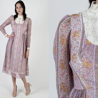 Vintage 70s Romantic Prairie Dress / Mod Style Floral Crochet Lace Bib / Womens Pastel Purple Calico Midi Mini Dress by americanarchive
