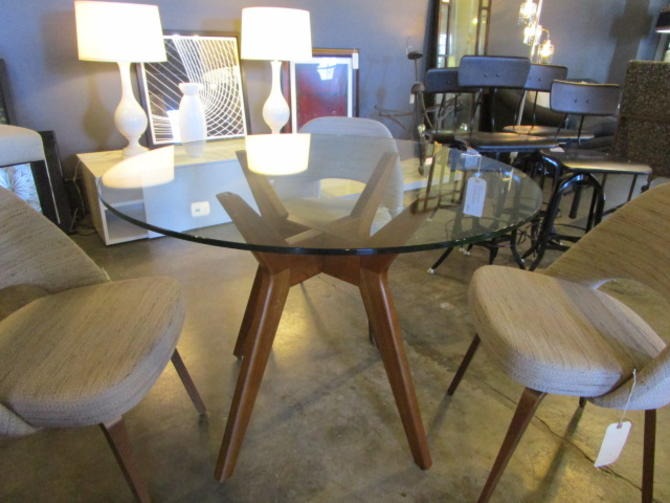 MID CENT MODERN STYLE ROUND TABLE WITH GLASS TOP