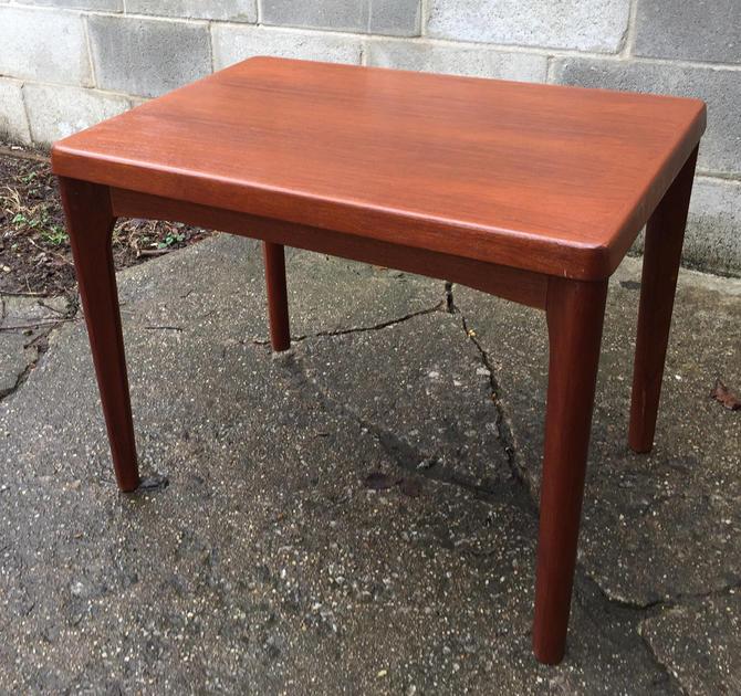 Danish Modern end table by Vejle Stole Mobelfabrik by UrbanInteriorsBalt