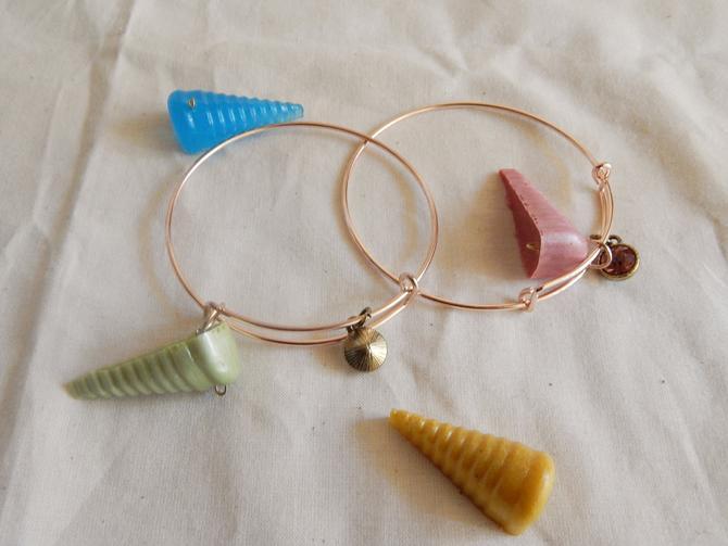 Seahorn Seashell Charm Bracelet by SkiinTones