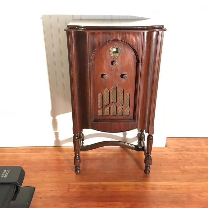 1931 Airline Console Radio, Full Electronic Restoration by Deco2Go