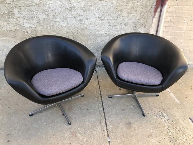 Overman swiveling club chairs