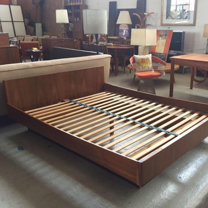 HA-17037 WB Mobler Teak Queen Platform Bed