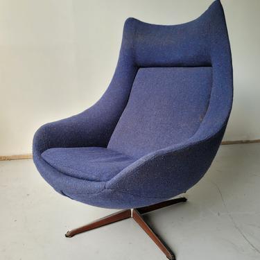 Bramin Swivel Lounge Chair