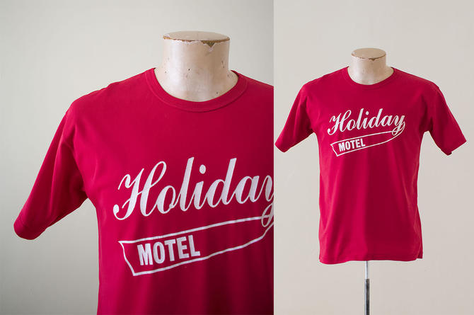 Vintage 1970s Tshirt / Athletic Vintage Tee / Vintage Red 1970s Motel Tshirt / Holiday Motel Tshirt / Red Vintage Athletic Tee / Vintage Tee by milkandice