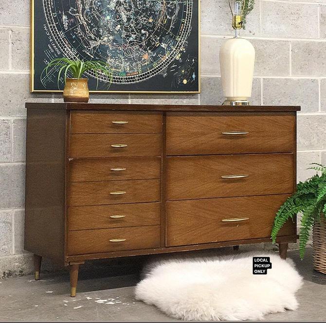 LOCAL PICKUP ONLY ———— Vintage Dresser by RetrospectVintage215