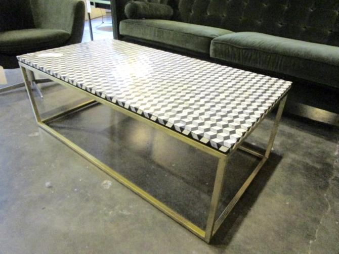 COFFEE TABLE WITH CUBED TOP