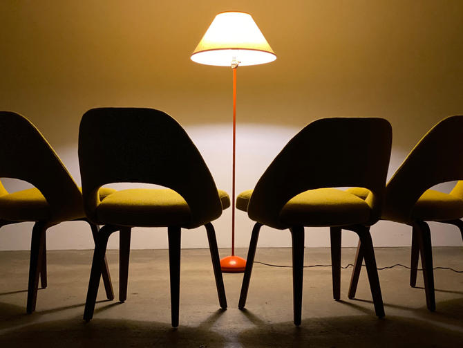 Eero Saarinen Executive Side Chair Set (4) by Knoll by midcenTree