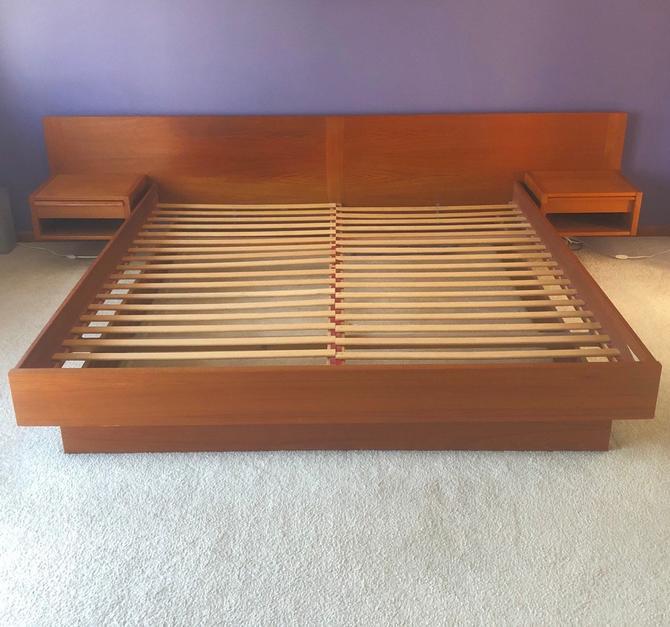 Vintage Teak Kingsize Bed Frame With Nightstands by secondhandstory