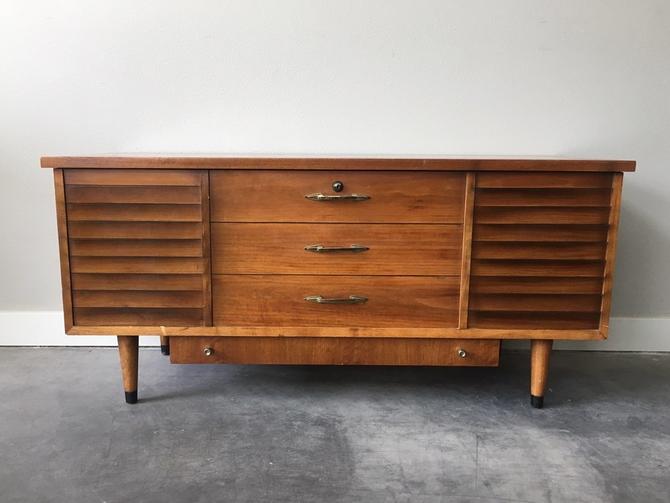 vintage mid century modern Lane cedar hope chest.