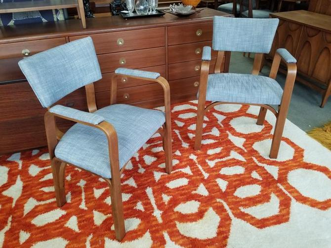 Pair of Mid-Century Modern bentwood chairs by Thonet