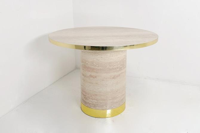Pedestal Dining table by BetsuStudio