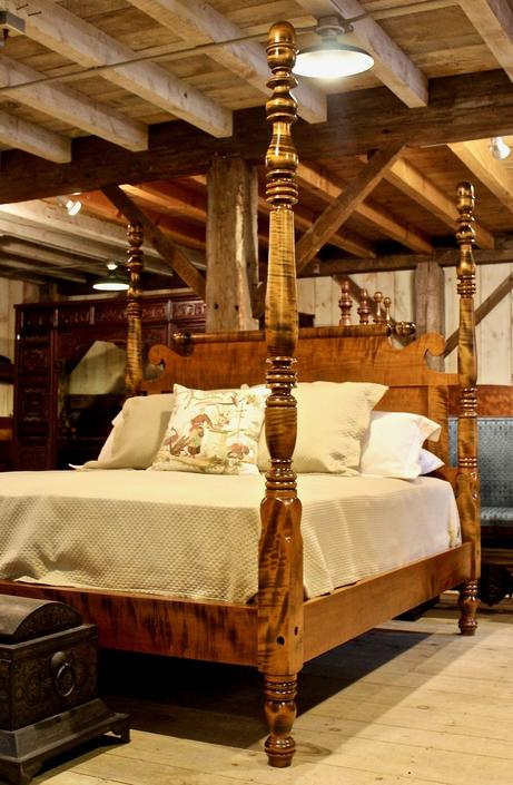 King, Country Sheraton Tall Post Acorn Top Bed in Tiger Maple
