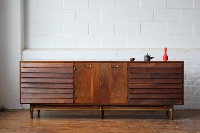 Restored Dania Walnut Triple Dresser by Merton Gershun for American of Martinsville by NijiFurnishing