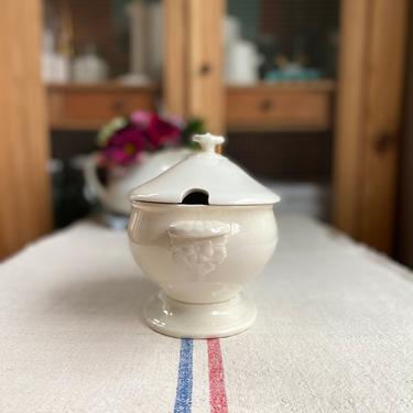 Lovely white, cream antique English ironstone tureen from Wedgwood-WDT1 by Grainsacfrenchvintag