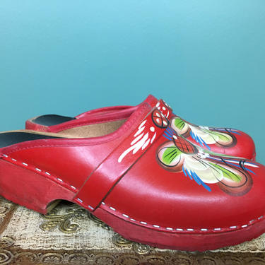 1970s red clogs, hand painted mules, vintage vollsjo clogs, hippie shoes, wood and leather, Swedish shoes, size 39, size 8 1/2, tole painted by melsvanity
