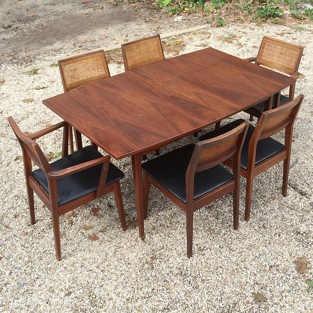 1950s American Walnut Dining Table And Side Chairs Arm