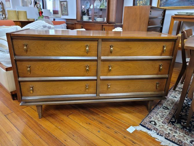 United Furniture Walnut Six-Drawer Dresser