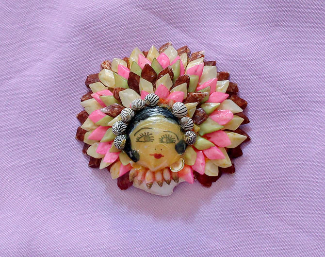 Rare Unusual 1920s Sea Shell Brooch / Hand Painted Flapper Face! 20s Pin by GuermantesVintage