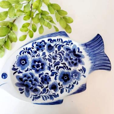 Vintage Blue & White Fish Shaped Chinoiserie Serving Platter by pennyportland