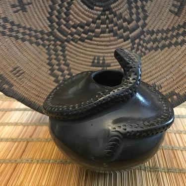 Mata Ortiz Blackware pot or vase, snake effigy Raul Jurado Dominguez by QuaboagValleyAntique