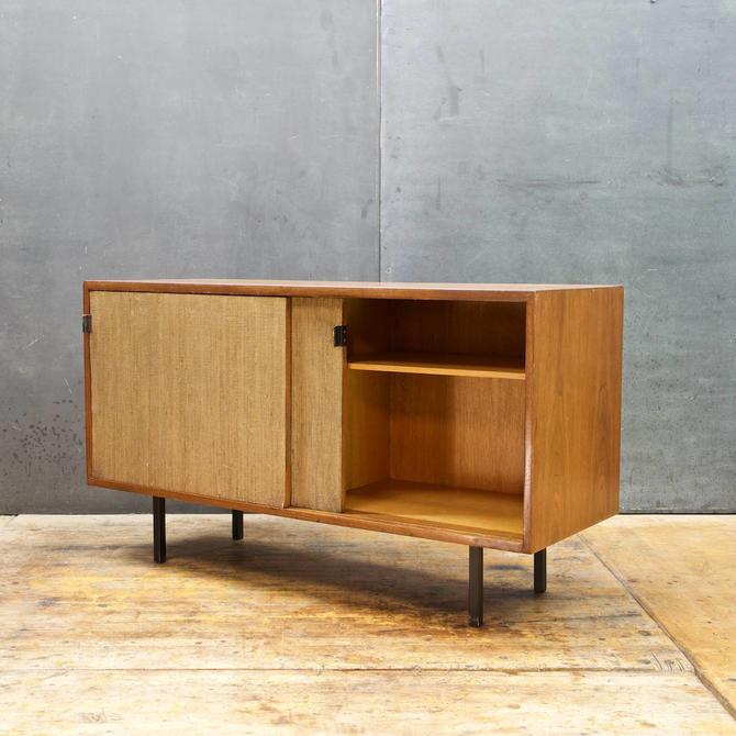 Vintage 1950s Mid-Century Modern Florence Knoll Associates Walnut Credenza 1959 by BrainWashington
