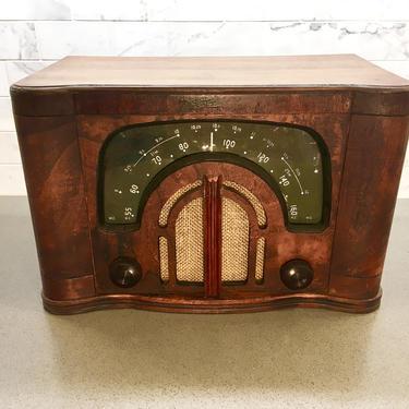 1941 Zenith AM/Shortwave Table Radio 6D644 Black Dial Boomerang by Deco2Go