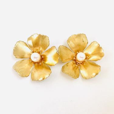 The Pink Reef large golden flower stud with pearl