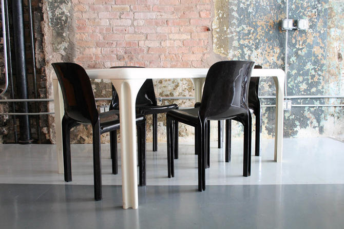 Vico Magistretti Fiberglass dining table and chairs