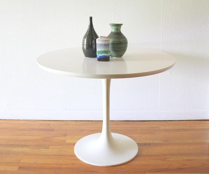 Mid Century Modern Saarinen Style Table