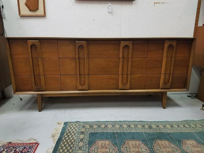 Lane Furniture Mid-Century Modern Dresser Credenza