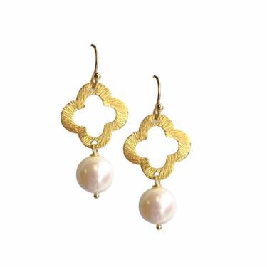 Clover Pearl Drop Earring