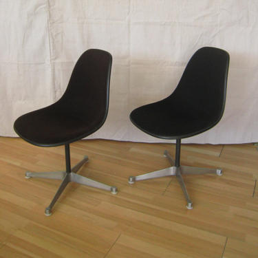 Pair Eames side shell chairs aluminum group by PREVIEWMOD