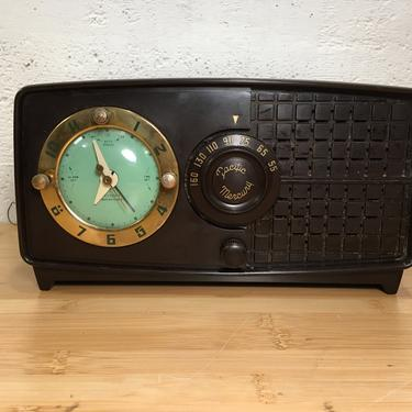 1952 Pacific Mercury Clock Radio, Serviced and Nicely Working Mid Century Modern, Telechron Alarm Clock by Deco2Go