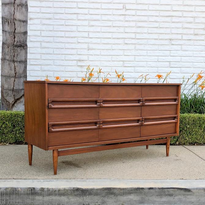 Mid Century Modern 9 Drawer Dresser By, Bassett Furniture San Antonio